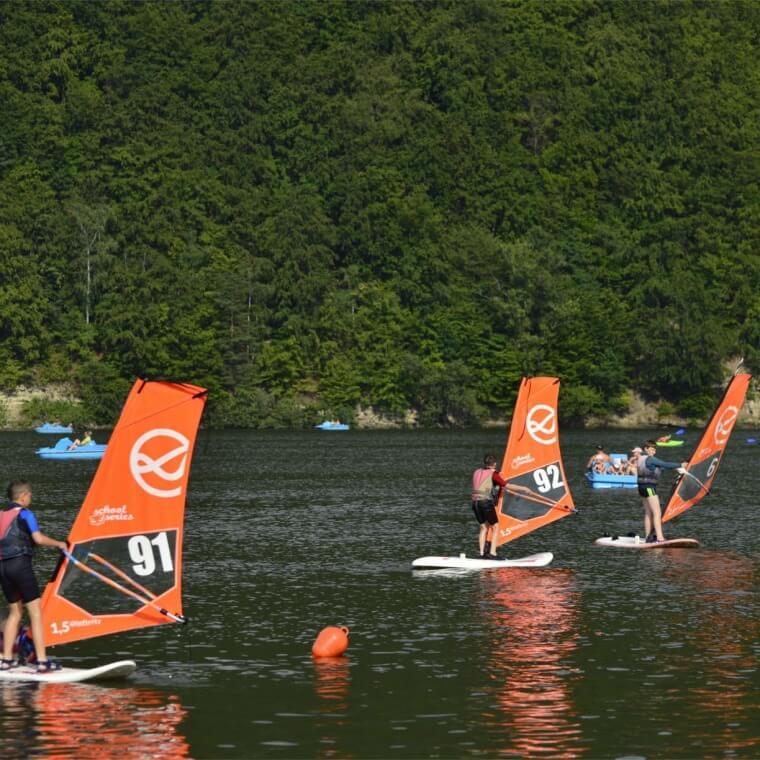 Windsurfing-obozy-dla-dzieci-i-mlodzieży-760x760.jpg